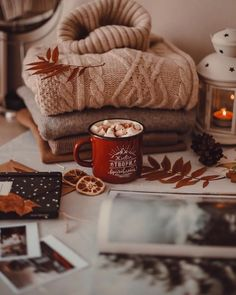 Hygge in a cup - Autumn İdeas Cozy Aesthetic, Autumn Aesthetic, Christmas Aesthetic, Couple Aesthetic, Passion Deco, Autumn Cozy, Cozy Winter, Autumn Coffee, Autumn Forest