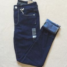 American Eagle reg. high rise skinny jeans Brand new, never worn, regular length high rise skinny jeans. They are a darker blue wash, super cute and flattering! Great everyday jeans. ❌ no trades. American Eagle Outfitters Jeans Skinny