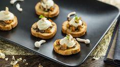 Snel en stijlvol winter hapje: toastje met champignons en Maredsous Truffel Smaak | VTM Koken