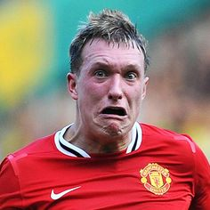 ACE OF FACE . Manchester United star Phil Jones is asked to get his wallet out. Cristiano Ronaldo, Messi Y Ronaldo, Phil Jones, Lionel Messi, Face Pictures, Funny Pictures, Game Face, Latest Sports News, Sport Motivation