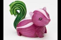 Interesting & Creative arts made from (Fruits & Vegetables) Veggie Art, Fruit And Vegetable Carving, Deco Fruit, Vegetable Animals, Food Sculpture, Creative Food Art, Home Grown Vegetables, Funny Vegetables, Veggies