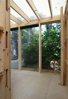 awarding winning timber summerhouse and garden room in Hackney, an extension to the family home that blends into the garden with a mirror clad facade.