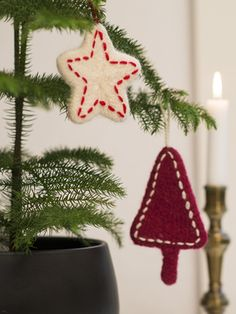 Christmas stars knitted in Novita Natura yarn and felted in a washing machine. Ornaments are embellished with basting stitch using thin wool or wool-blend yarn. Christmas Star, Christmas And New Year, Christmas Crafts, Christmas Decorations, Xmas, Christmas Ornaments, Holiday Decor, Handmade Ornaments, Felt Ornaments
