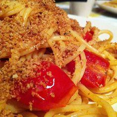 #Spaghettoni #Pomodorini del Piennolo, #Colatura di #alici, Muddica atturrata e #Capperi