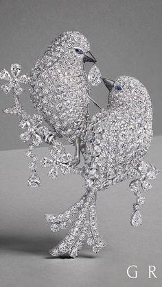 An extraordinary Diamond Bird Brooch takes flight from the Graff Diamonds! Jewelry Show, Bird Jewelry, Animal Jewelry, Jewelry Art, Antique Jewelry, Jewelery, Vintage Jewelry, Jewelry Design, Fashion Jewelry