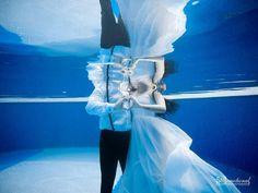 21 Unique Ideas For A Beautiful Underwater Shoot | ShaadiWish.com Couple Posing, Couple Portraits, Couple Shoot, Pre Wedding Shoot Ideas, Pre Wedding Photoshoot, Photoshoot Ideas, Candid Photography, Wedding Photography, Underwater Photoshoot