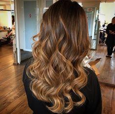 Hair Color Summer Type 25 Ideas For 2019 Caramel Blonde Hair, Brown Blonde Hair, Hair Color And Cut, Cool Hair Color, Rides Front, Auburn Hair, Hair Color Balayage, Hair Looks, Dyed Hair