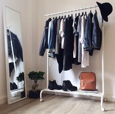 Optimal eignen sich Kleidersta… Using every corner is the motto of many shared rooms! Ideal are clothes rails! room up