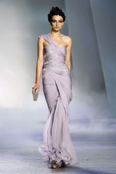Take a look to Zuhair Murad Haute Couture Fall Winter 2009/2010collection: the fashion accessories and outfits seen on Parigi runaways.