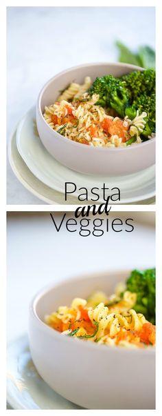 Pasta con verduras y salsa hecha en casa en s[olo 10 minutos.