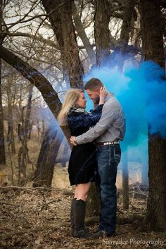 Baby Reveal Pictures Announce Pregnancy Friends 19 Ideas Maternity Pictures, Pregnancy Photos, Country Gender Reveal, Gender Reveal Pictures, Gender Reveal Photography, Pregnant Couple, Baby Girl Photos, Children Photography, Photography Ideas