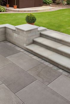 Fairstone Flamed Narias Garden Paving boasts a subtle hand flamed and lightly brushed surface finish, lending itself to both a modern or traditional setting. The flamed finish adds texture and a subtle character to the paving, whilst the lightly brushed s Patio Steps, Garden Steps, Diy Patio, Garden Paths, Patio Ideas With Steps, Back Garden Ideas Budget, Patio Border Ideas, Front Patio Ideas, Garden Ideas Large