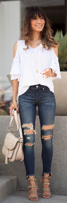 Breathtaking 38 Ripped Jeans for Women in the Summer Style http://inspinre.com/2018/02/24/38-ripped-jeans-women-summer-style/