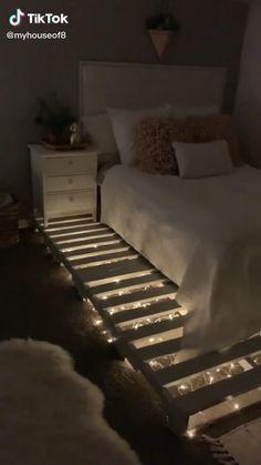 diy bed frame with fairy lights Fancy Bedroom, Small Room Bedroom, Room Decor Bedroom, Teen Bedroom, Bedroom Ideas, Diy Bed Frame, Bed Frame Pallet, Wooden Pallet Beds, Pallet Room