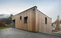 3-storey-home-steep-slope-grass-roofed-garage-6-exterior.jpg