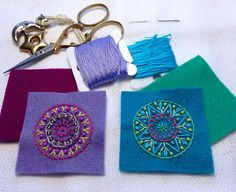 I never get tired of making mandalas Wool Embroidery, Wool Applique, Embroidery Stitches, Embroidery Patterns, Paisley, Wool Quilts, Crochet Wool, Bijoux Diy, Fabric Jewelry