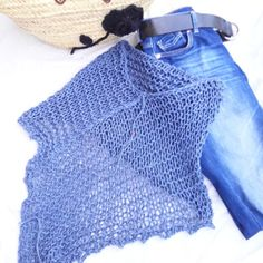 Der Neuen: Denim on denim. Last unit of this cotton poncho. Der Neuen: Denim on denim. Last unit of this cotton poncho. I love it ! Summer Knitting, Arm Knitting, Knitting Stitches, Knitting Patterns, Knitted Headband, Knitted Poncho, Crochet Blouse, Crochet Shawl, Love Crochet