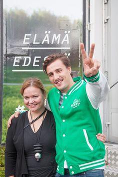 Kun koulu loppuu -lukiokiertueen avajaiset - Krista Kiuru ja kiertueen juontaja Joonas Pesonen