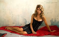 Lori Loughlin is an actress and model known for Summerland, Old Dogs, When Calls the Heart and as Rebecca Donaldson (Aunt Becky) on Full House and Fuller House. Lori Loughlin, Professional Photo Lab, Actress Wallpaper, Hazel Eyes, Famous Women, Celebrity Dresses, Sexy Legs, Picture Show, Actresses