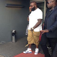 Rapper Rick Ross chega à Angola para Show Unitel 10 milhões de clientes  http://angorussia.com/?p=18142