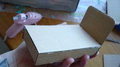 Dollhouse bed out of cardboard. (mini tutorial) Looks pretty simple! #dollhouse #tutorial #minis