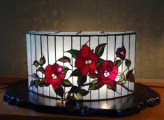 Oさんの椿の型紙です。 Aさんから大型行灯の型紙をいただいて、手持ちの鉄製台に合うよう楕円に作り直されました。 花の位置も見事にはまりましたね~ 椿... Stained Glass Lamp Shades, Stained Glass Mirror, Stained Glass Light, Stained Glass Flowers, Stained Glass Designs, Stained Glass Projects, Stained Glass Patterns, Leaded Glass, Mosaic Glass