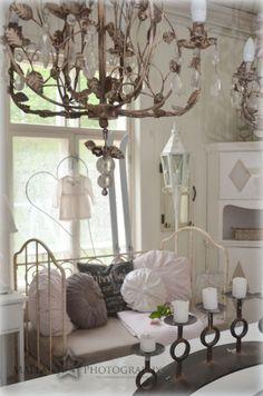 Life on on pine salo Shabby Vintage, Vintage Decor, Shabby Chic, Fru Fru, Sweet Home, Villa, Ceiling Lights, Elegant, Country Decor