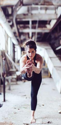 Se ci pensi bene... non ci sarà un'occasione migliore di oggi per dare il meglio di te! Sei d'accordo? #buongiorno #buonasettimana #yoga #benessere #pensieri