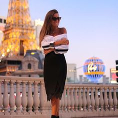 Skirt Molly Bracken fall winter 2017 @joanavaz Paris is always a good idea, even when it's only in Vegas 😅😎💁 #vegas #lasvegas #lasvegasstrip #lasvegasblvd #blog #blogger #ootd #look #lookoftheday #wewillalwayshaveparis #paris #lace
