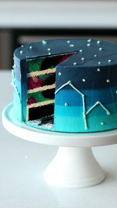 Torta Estelar ¡Es tan hermosa que nos da lástima comerla! ¿A quién le prepararías esta Torta Estelar? Food Cakes, Cupcake Cakes, Cute Cakes, Yummy Cakes, Cake Recipes, Dessert Recipes, Cake Decorating Videos, Cake Decorating For Kids, Crazy Cakes