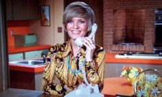 Carol Brady is the mother of the Brady Kids on The Brady Bunch TV series. Brady Kids, The Donna Reed Show, Florence Henderson, Maureen Mccormick, Tv Moms, The Brady Bunch, Lucille Ball, Parenting Styles, Golden Girls