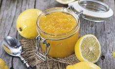 Je skvělá na palačinky, tousty i do dezertů. Řeč je o citronové marmeládě. Její příprava je naprosto jednoduchá. Obzvlášť skvěle bude plnit funkci jedlého dárku. tescorecepty.cz - čerstvá inspirace.