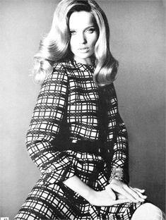 Veruschka, Vogue Italia, February 1968. Photo by Franco Rubartelli.