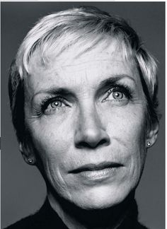 "Annie Lennox, OBE (born 25 December a Scottish singer-songwriter, political activist and philanthropist. Portrait by David Bailey. Link goes to her ""Walking on Broken Glass"" (scroll to bottom of page) Annie Lennox, Vogue Magazin, Annie Leibovitz Photography, Baba Yaga, Ageless Beauty, Jolie Photo, Black And White Portraits, Aging Gracefully, Female Singers"