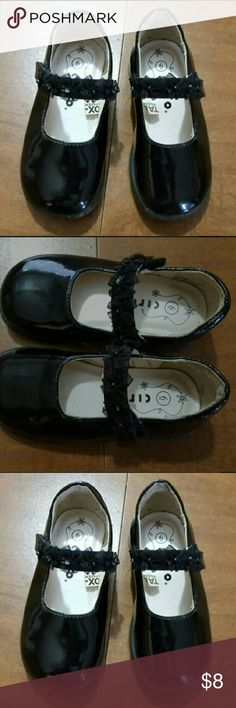 CIRCO TODDLER GIRL'S SIZE 6 DRESS SHOES CIRCO TODDLER GIRL'S SIZE 6 DRESS SHOES  This is an excellent condition pair of shoes from CIRCO! They are a children's size 6. These dress shoes are only gently used and look great!!!? Circo Shoes Dress Shoes