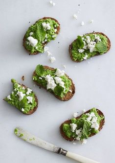 Pea & Feta Crostini by nectarandlight / yummy food Yummy Food, Tasty, Healthy Food, Healthy Eating, Feta, Snacks Für Party, Spring Recipes, Bruschetta, Food For Thought