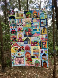 Happy Days in Daisy Town - A finished quilt. House Quilts, Blue Daisy, Happy House, House Drawing, Scrappy Quilts, Blue Mountain, Hand Quilting, Blue Fabric, Happy Day