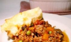 Shepherd's Pie is a terrific one-dish dinner your whole family will love. With a rich cooked mince full of bacon, mushrooms and peas covered with creamy mashed potato, it's the perfect meal for a cold winter's night. Cooking For Three, Easy Cooking, How To Cook Mince, Vegetable Pie, Potato Toppings, Leftover Chicken Recipes, Creamy Mashed Potatoes, One Dish Dinners, Pie Recipes