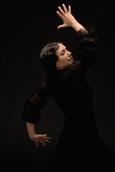 Flamenco dance: Eva Yerbabuena 2010 I can't wait to see her in LLUVIA next month at NYC city center!