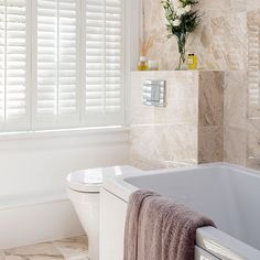 Marble bathroom with white shutters | Decorating