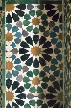 Image SPA 1008 featuring decorated area from the Alhambra, in Granada, Spain, showing Geometric Pattern using ceramic tiles, mosaic or pottery. Islamic Art Pattern, Arabic Pattern, Geometric Tiles, Geometric Designs, Geometric Patterns, Tile Patterns, Pattern Art, Zentangle Patterns, Arabesque