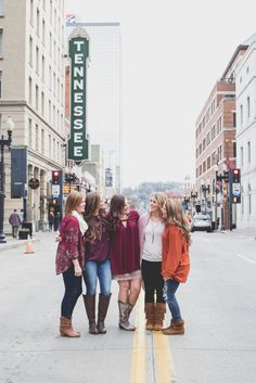 Best Friends Photoshoot; Knoxville Tennessee Photographer; Southern Roots Photography by Brittany; Brittany Arnold Knoxville Photographer; Downtown Knoxville Photoshoot