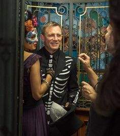 """repost Filming opening shot set during the Day of the Dead festivities. """"I just made sure I didn't walk into the furniture,"""" said Daniel Craig. Rachel Weisz, Movies To Watch List, 007 Casino Royale, Daniel Graig, James Bond Style, Daniel Craig James Bond, James Bond Movies, Bond Girls, Star Wars"""
