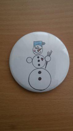 Sněhuláček+na+magnet+Magnet+se+sněhulákem+z+naší+dílny.+Na+lednici,+dětem+na+nástěnku,+vám+na+nástěnku+do+práce+=o)+Zima+ještě+nekončí,+drobnost,+která+rozveselí+i+chmurný+den.+Placka-+magnet.+58mm.+Originální+nápad+a+návrh+naší+dílny.+Lze+doplnit+jmény+vašich+trpaslíčků+=o)