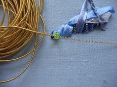Saltamontes con cintas