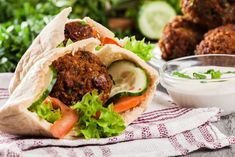A nice light dinner to have with a large mixed salad. Leftover falafels also work well for lunch the next day. Sauce Tahini, Falafels, Falafel Recipe, Israeli Food, Korean Street Food, National Dish, How To Make Sausage, Shawarma, Yummy Food