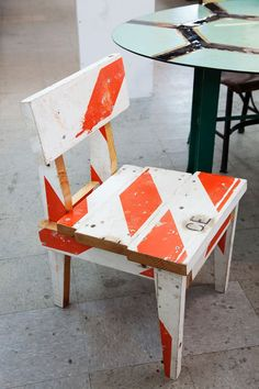 barricade sign chair #DIY, now to find a use for all those orange barrels