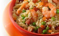 Receta de Arroz con camarón y chicharrón - PRONACA Chicharrones, Fried Rice, Fries, Food And Drink, Menu, Ethnic Recipes, Meals, Recipes With Rice, Food Recipes