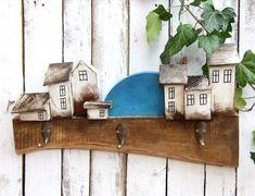 Drewniany wieszak ubraniowy - miasteczko Bottle Opener, Wooden Hangers, Wall, Keys, Decorating, Key Bottle Opener, Dekoration, Bottle Openers, Decoration