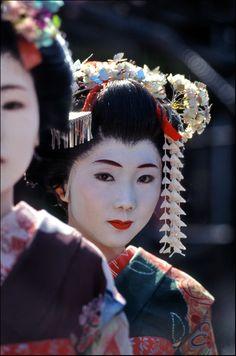 Twin Geisha Portrait through the eyes of keribar